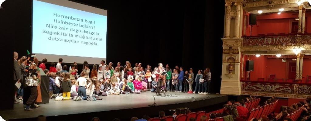 "El Teatro Arriaga acogió la final del programa infantil de bertsolaritza ""Mundu bat bertso"" con la participación de 778 alumnos y alumnas"