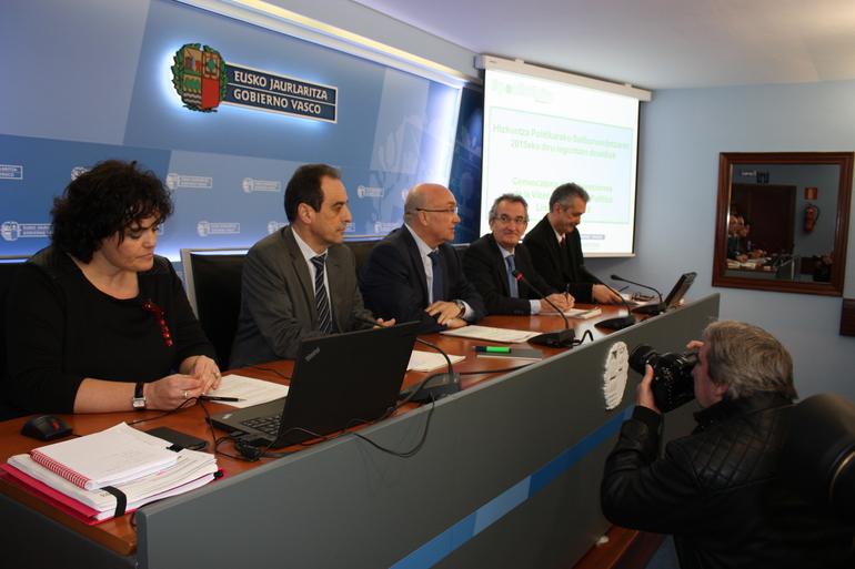 Euskaltegietako ikasleentzako laguntza indibidualek %25eko igoera izango dute 2015ean