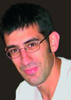 Aitor Zuberogoitia kazetariak irabazi du 2009ko Miguel de Unamuno XI. Saiakera saria euskarazko modalitatean